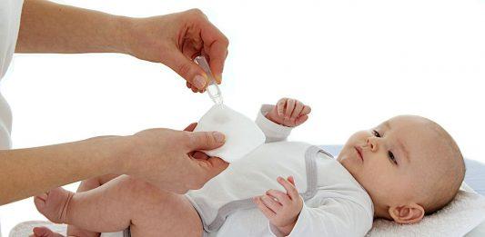 Le sérum physiologique, notre allié contre le mucus du nez du bébé